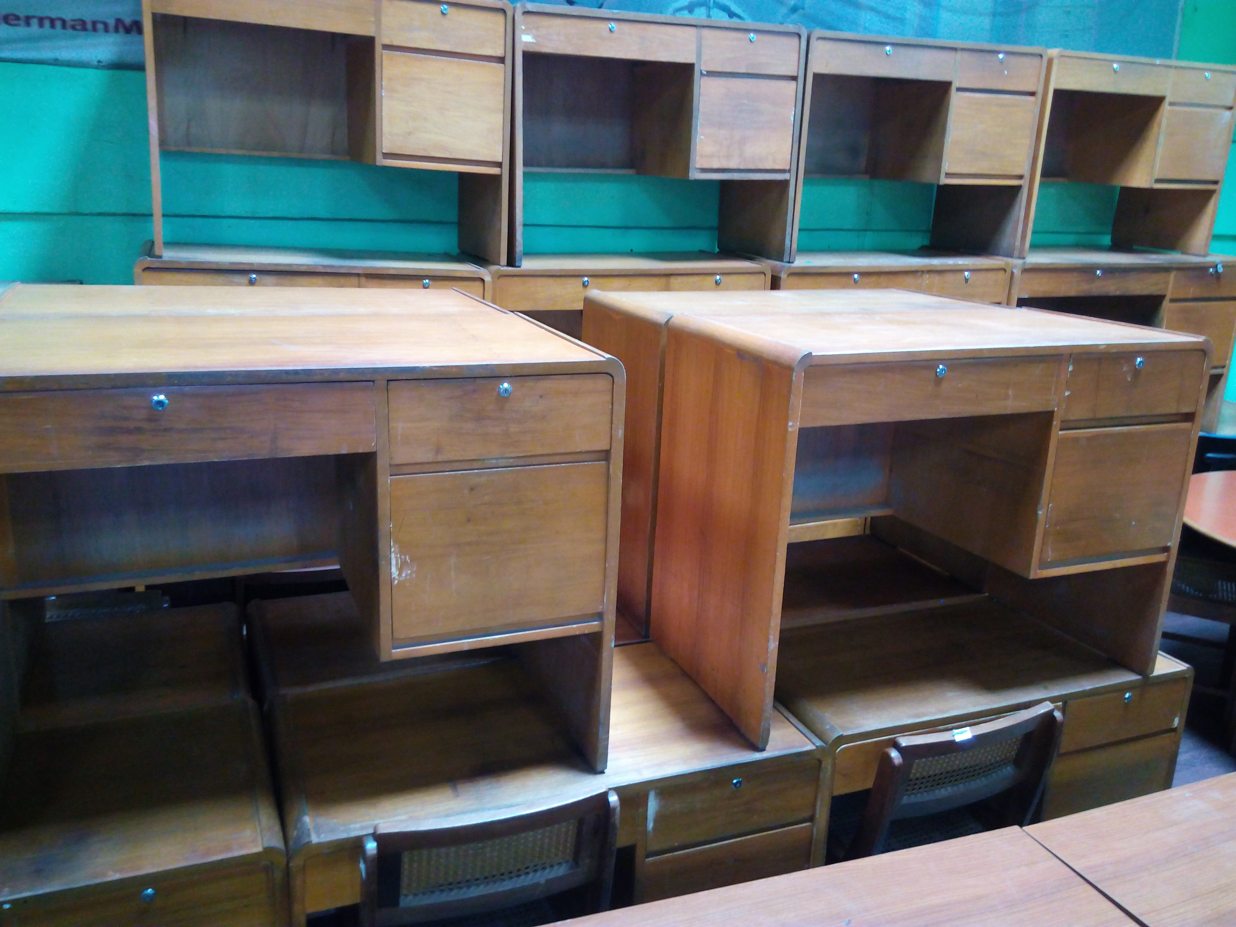 Office desk used office furniture philippines part 2 for Furniture philippines
